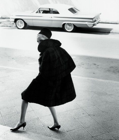 Denise Sarrault, cape coat made of persian lamb / F.C. Gundlach